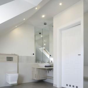 Łazienka na poddaszu – zobacz najmodniejsze polskie wnętrza