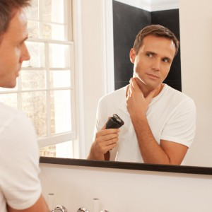 Mężczyzna modnie ogolony – jak wybrać dobrą golarkę