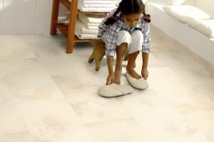 Zamiast płytek ceramicznych. Odporne materiały na ściany i podłogę