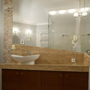 Łazienka w kamieniu – piękne wnętrze w eleganckim stylu
