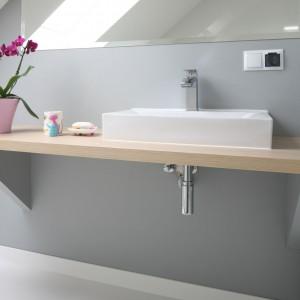 Łazienka pod skosami – tak urządzają polscy architekci