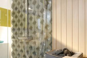 Łazienka przy sypialni – wnętrze w stylu loft