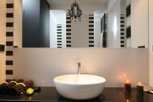 Lustra do łazienki – sposób na optyczne powiększenie