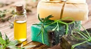 Aromaterapia w łazience. Wypróbuj 3 przepisy z olejkiem rozmarynowym