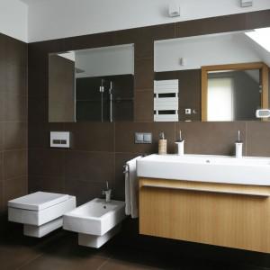 Lustra do łazienki – zobacz jak optycznie powiększyć przestrzeń