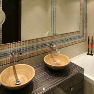 Łazienki w beżach i brązach – 12 projektów z polskich domów