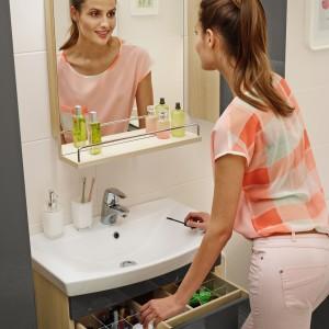 Meble ze schowkami: 12 sposobów na porządek w łazience