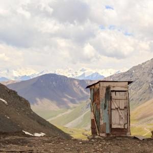 Toaleta pradziadka – jak polskie sławojki podbiły świat