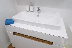 Mała łazienka: dobierz odpowiednią umywalkę