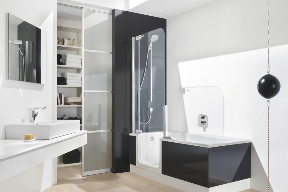 Wąska łazienka: prysznic we wnęce, narożniku lub wanna z parawanem