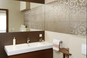 Mała łazienka w brązach: gotowy projekt na 6 metrów