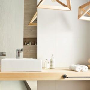 Białe płytki ceramiczne – najmodniejsze kolekcje do łazienki