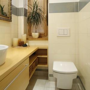 Małe łazienki – 12 polskich projektów w beżach i brązach