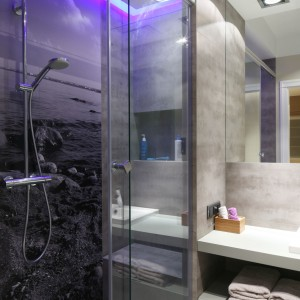 Szare łazienki – najmodniejsze wnętrza z polskich domów