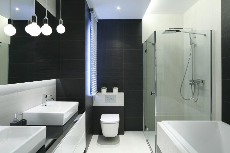 Inspirujemy - Mała łazienka z wanną i prysznicem – gotowy projekt na 6 metrów  Łazienka.pl
