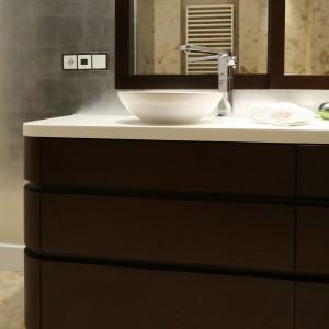 Beżowa łazienka – zobacz wnętrze w kamieniu naturalnym