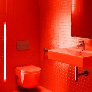 Paryska łazienka w czerwieni - pod Wieżą Eiffla