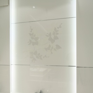 Biała łazienka – gotowy projekt na 8 metrów