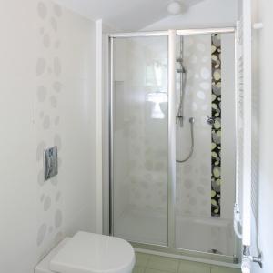 Prysznic we wnęce – sposób na nieustawną łazienkę