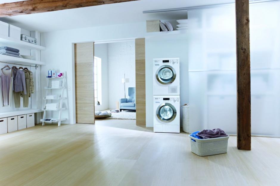 Łazienka z pralką i suszarką – gotowe pomysły na zabudowę