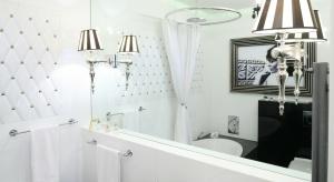 Modna jasna łazienka – najlepsze projekty polskich architektów