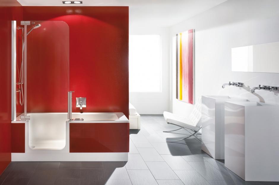 Wanna z parawanem – sposób na małą łazienkę