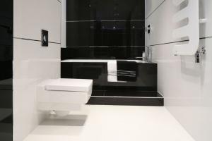 Białe łazienki – 15 najmodniejszych wnętrz