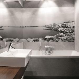 Szare płytki w łazience. 12 pomysłów z polskich domów
