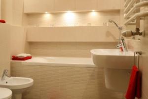 Radzimy Beżowe łazienki 12 Pomysłów Polskich Architektów