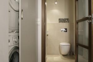 Zabudowa pralki: 12 pomysłów do małych łazienek