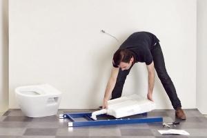 Fachowy montaż stelaża podtynkowego – krok po kroku