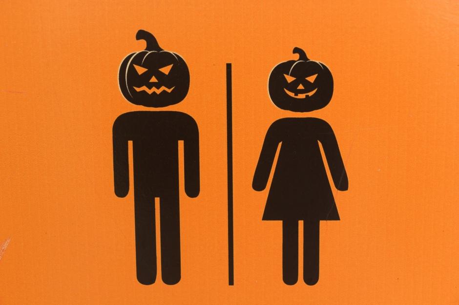 Potwory, mydło oraz szczoteczki do zębów - czym łazienka straszy w Halloween?