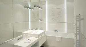 10 modnych łazienek w bieli