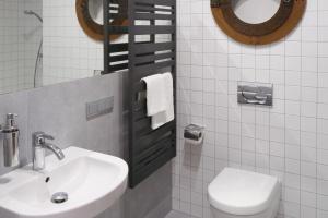 Szare łazienki – tak urządzili inni