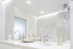 Piękna łazienka w bieli – zobacz gotowy projekt