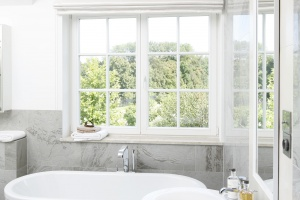 Biała łazienka – 12 projektów z polskich domów