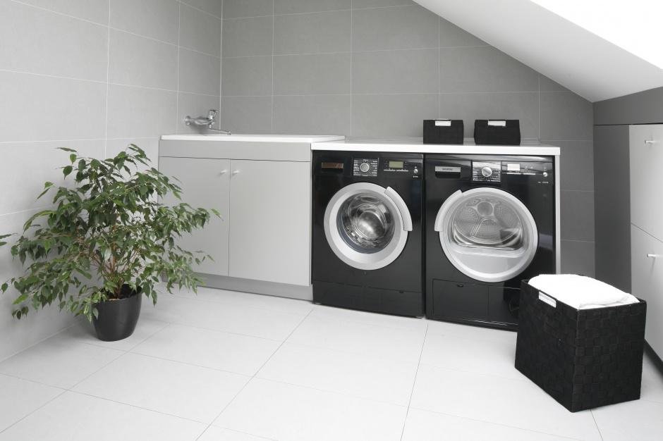 Łazienka z pralką – 5 najlepszych pomysłów architektów
