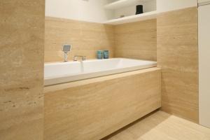 Mała łazienka z wanną – tak urządzają Polacy