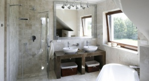Łazienka w beżach i brązach – 12 pomysłów architektów