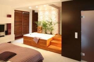 Oaza prywatności. Zobacz jak zaaranżować domowe spa