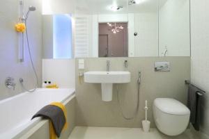 Jasna łazienka – 12 najmodniejszych projektów