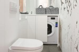 15 pięknych łazienek w bieli – wnętrza z polskich domów