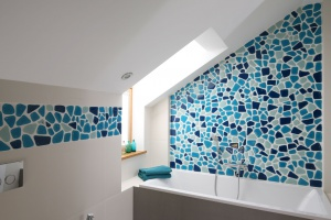 Łazienka na poddaszu – urządzaj z projektantem