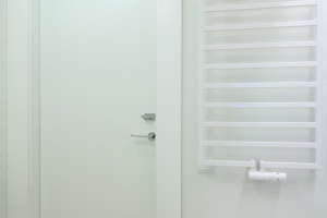 Mała łazienka z wanną – modne wnętrze dla dzieci