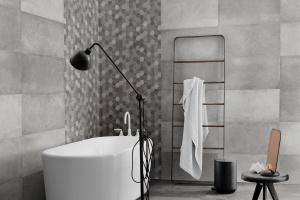 Szare płytki – najmodniejsze kolekcje do łazienki