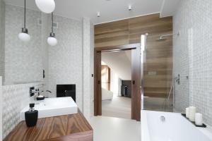 Prysznic w narożniku – gotowe realizacje
