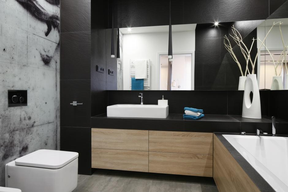 Elegancka łazienka w czerni i bieli – 10 nowoczesnych projektów