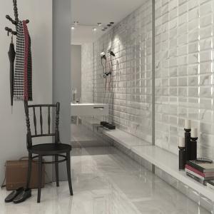 Białe płytki – 10 pomysłów do małych łazienek