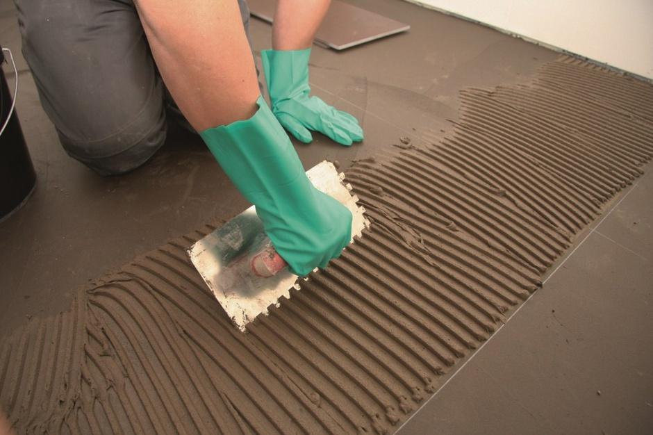 Przygotowujemy podłoże pod klejenie płytek