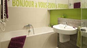 Mała łazienka z wanną – 12 pomysłów polskich projektantów